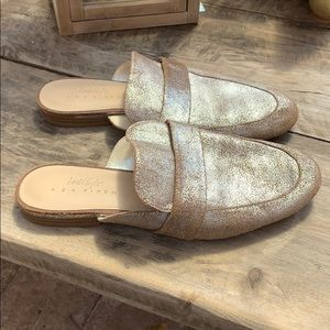 Lord +Taylor 424 Fifth Gigi leather mule size 9M.